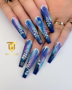 winter nail trends : beautiful watercolor nails, similar to northern lights design