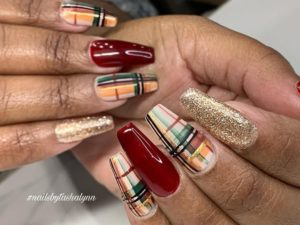 winter nail trends : plaid and glitter nails
